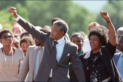 Nelson and Winnie Mandela outside prison