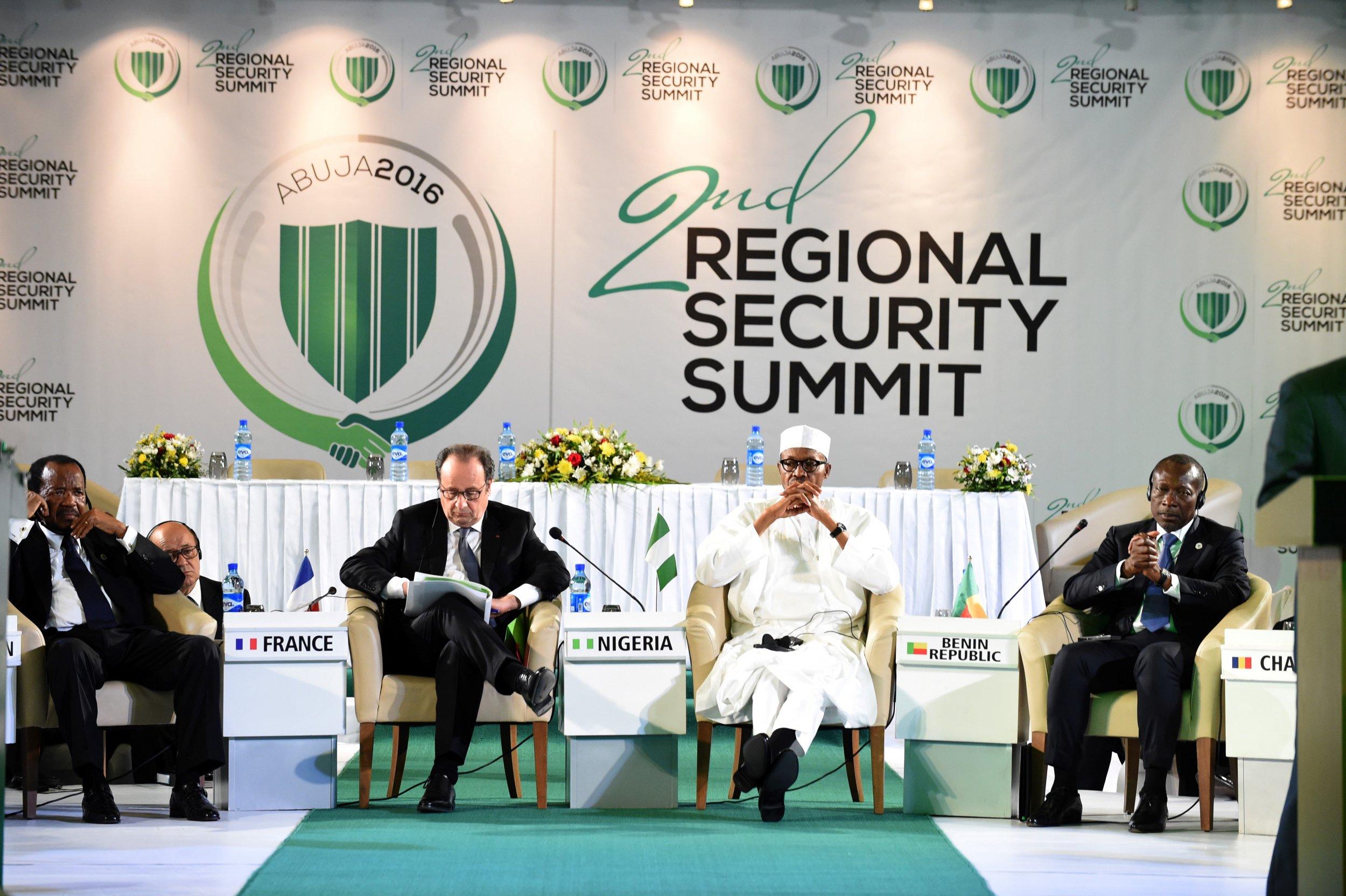 Hollande and Buhari at Nigeria security summit