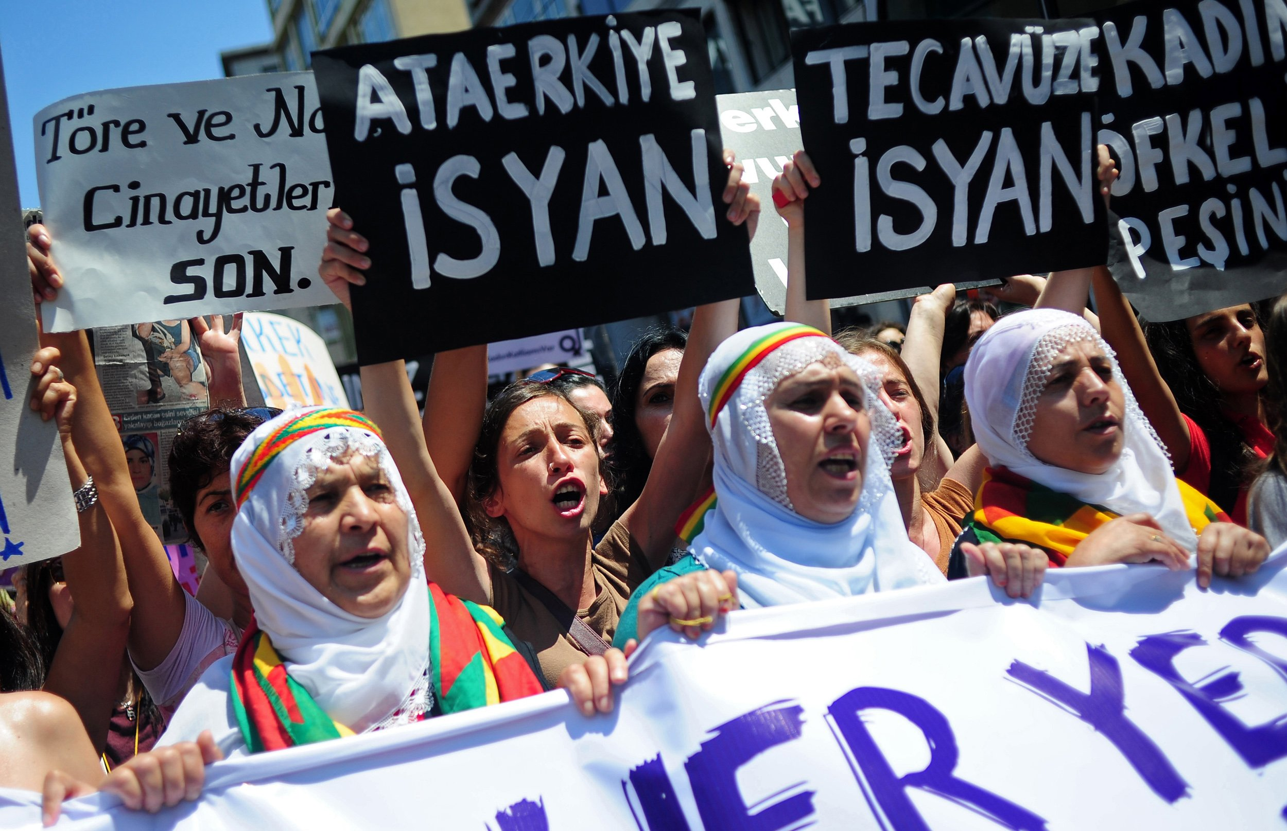 Turkish women protest domestic abuse.