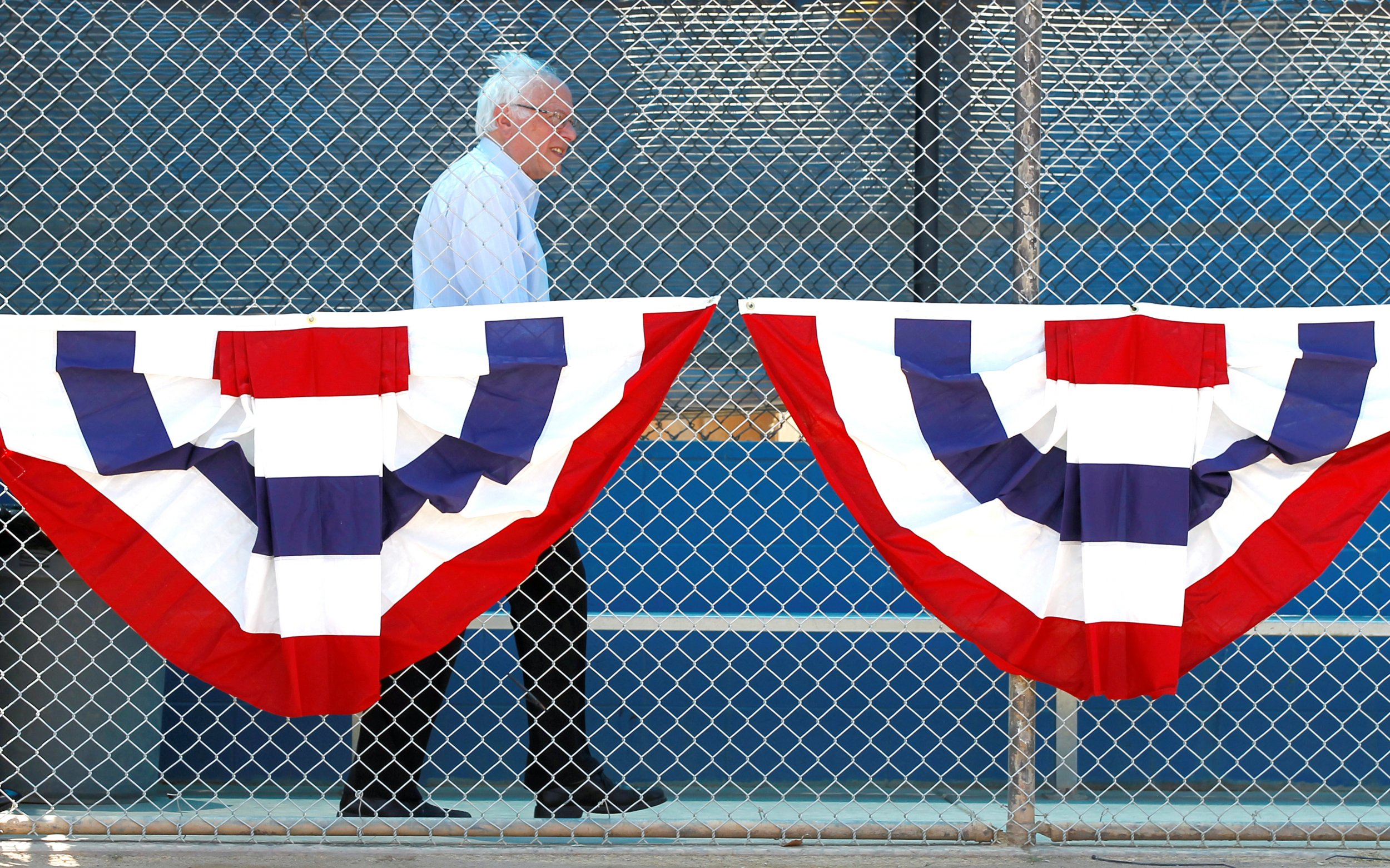 05_26_Bernie_Sanders_Walking_01