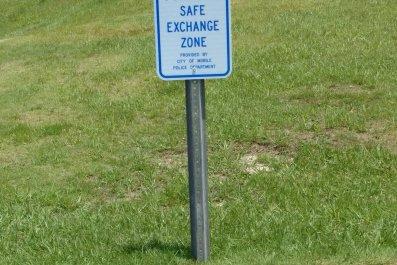 Internet Purchase Exchange Zone Sign