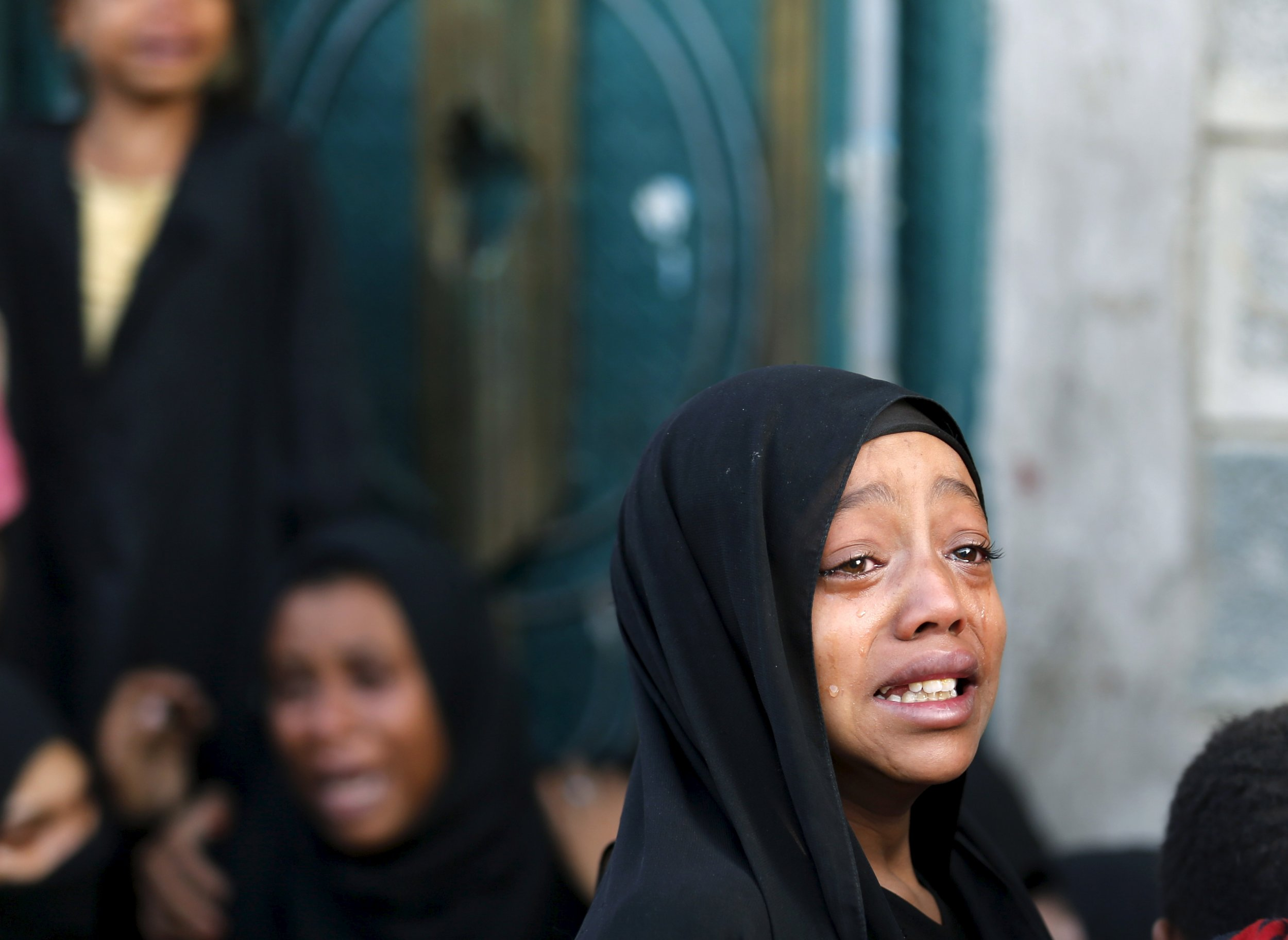 Yemen girl cries over father's death