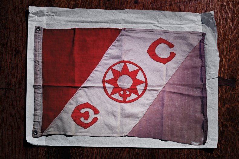 hubbard-explorers-club-FE03-dokoupil-flag-05.jpg