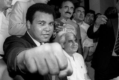 Muhammad Ali dies