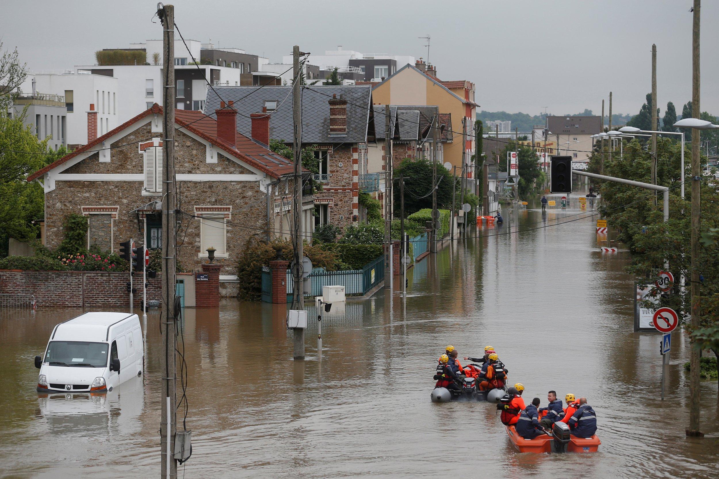 france hopeful worst of deadly floods is over. Black Bedroom Furniture Sets. Home Design Ideas