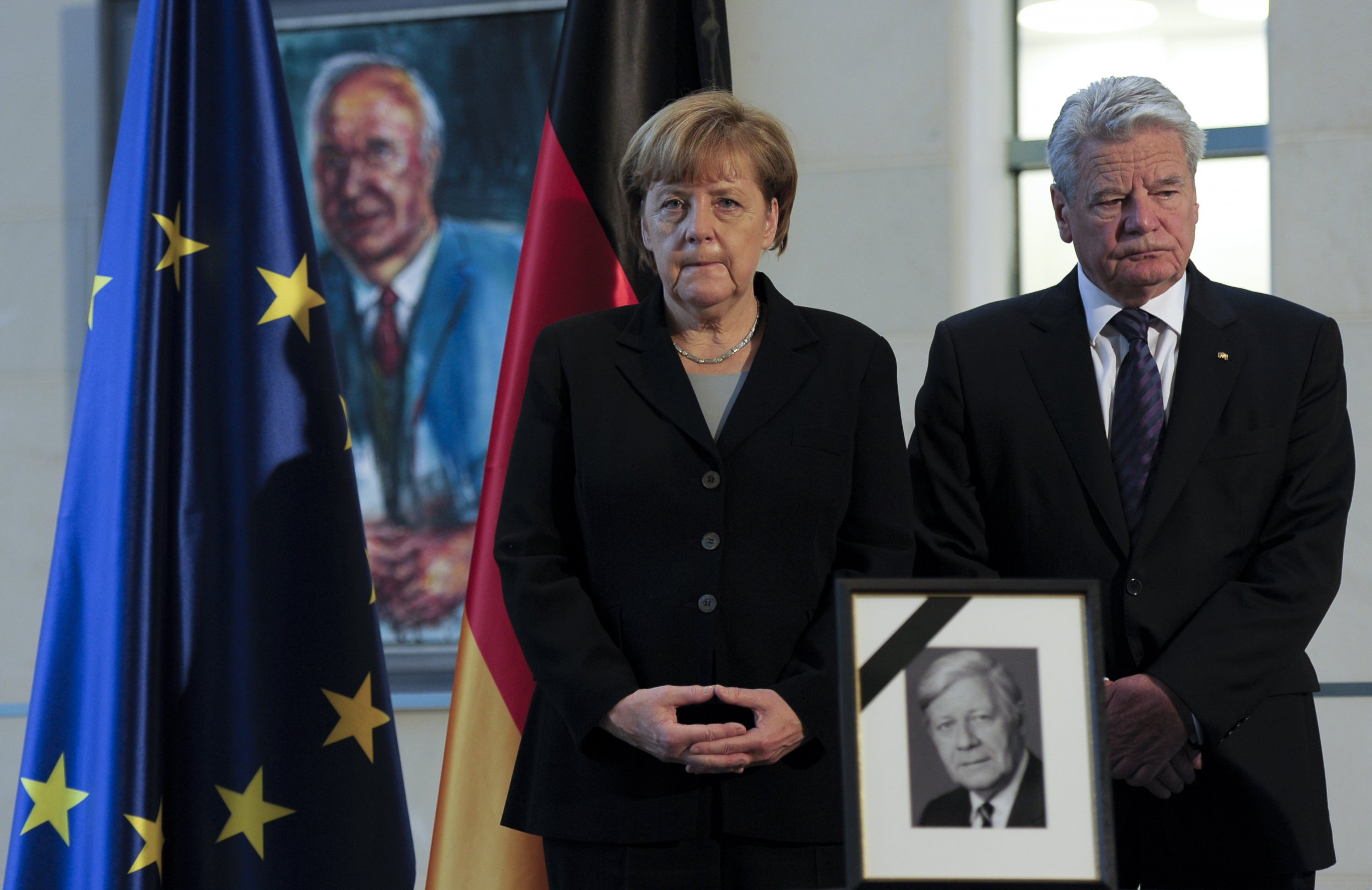 Joachim Gauck (R) and Angela Merkel (L)