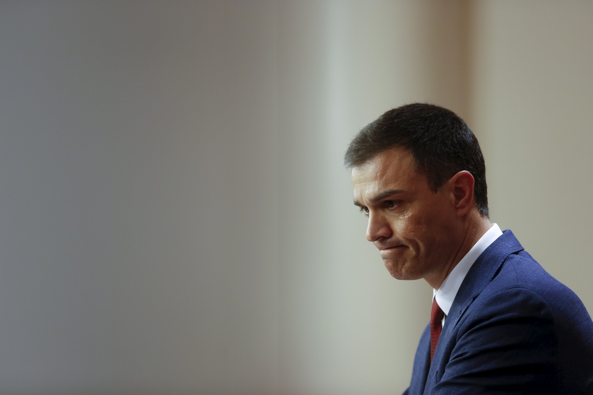 leader pushes spain to left rejecting: