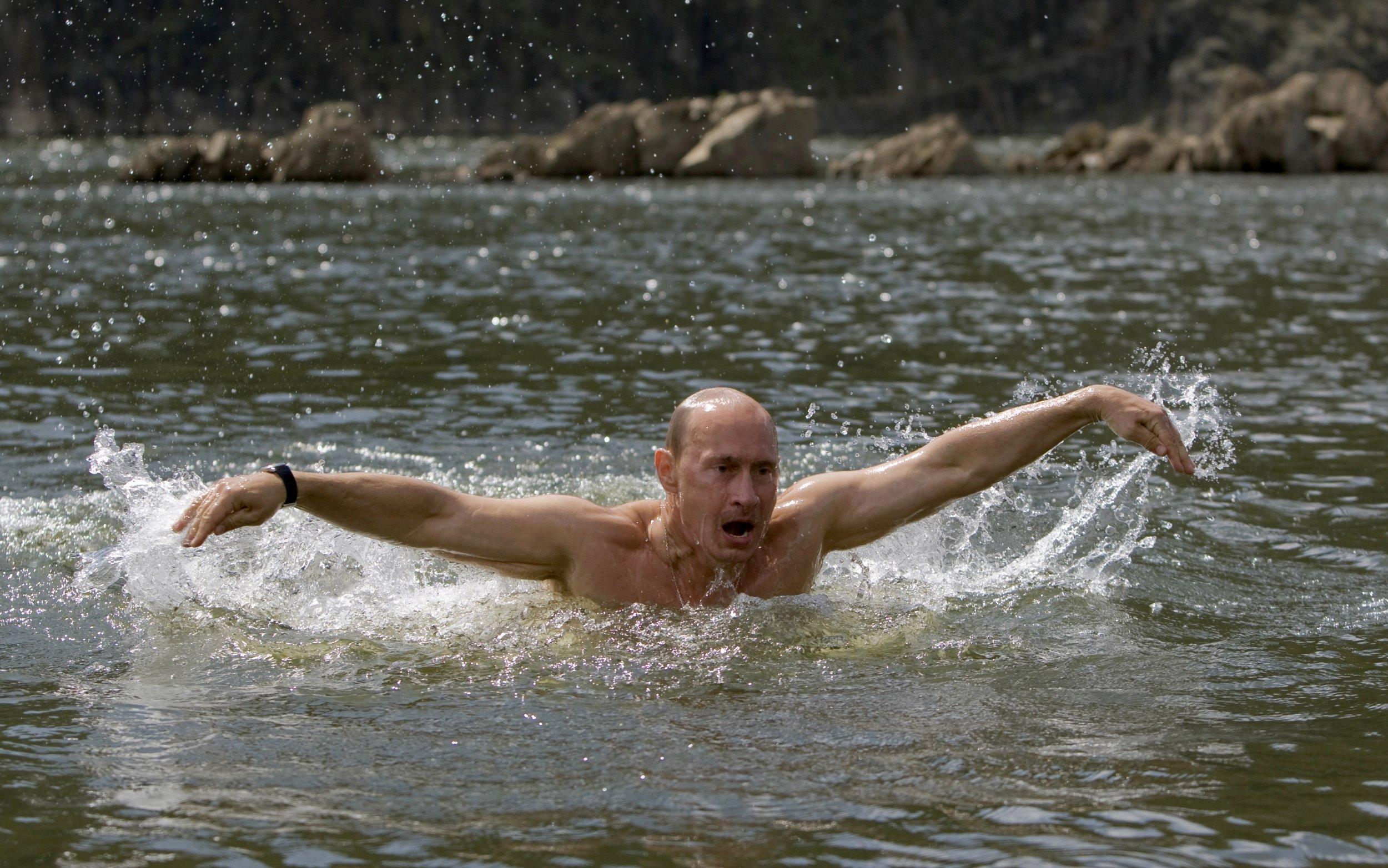 06_08_Putin_Hold_01