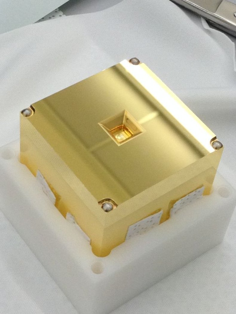 A gold-platinum test mass used to test the LISA Pathfinder