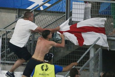 England Russia fans