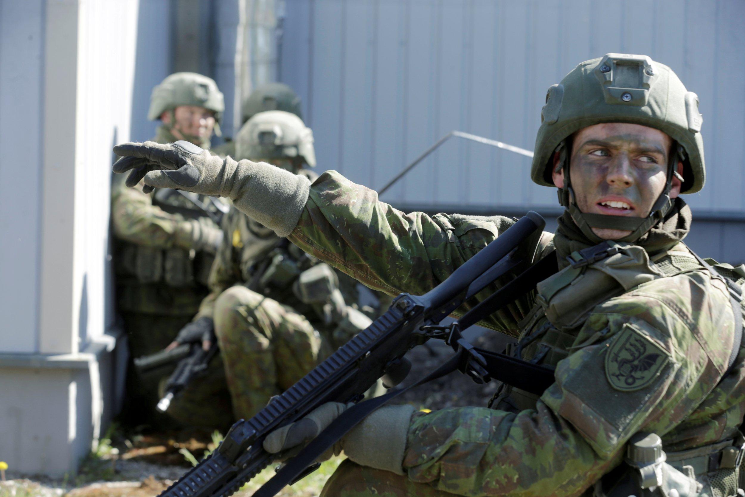 06_17_Putin_Military_01
