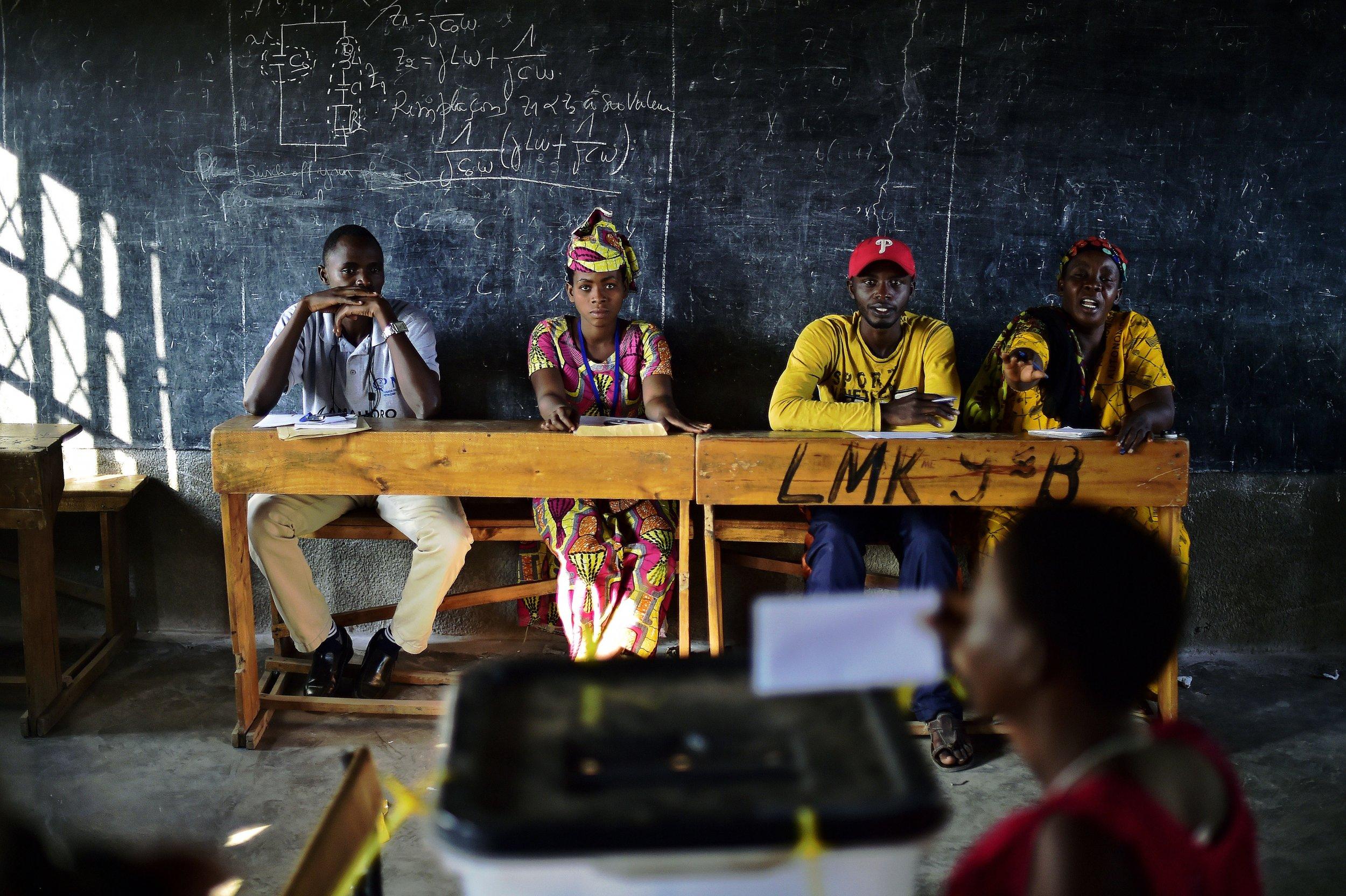 Burundi vote in school