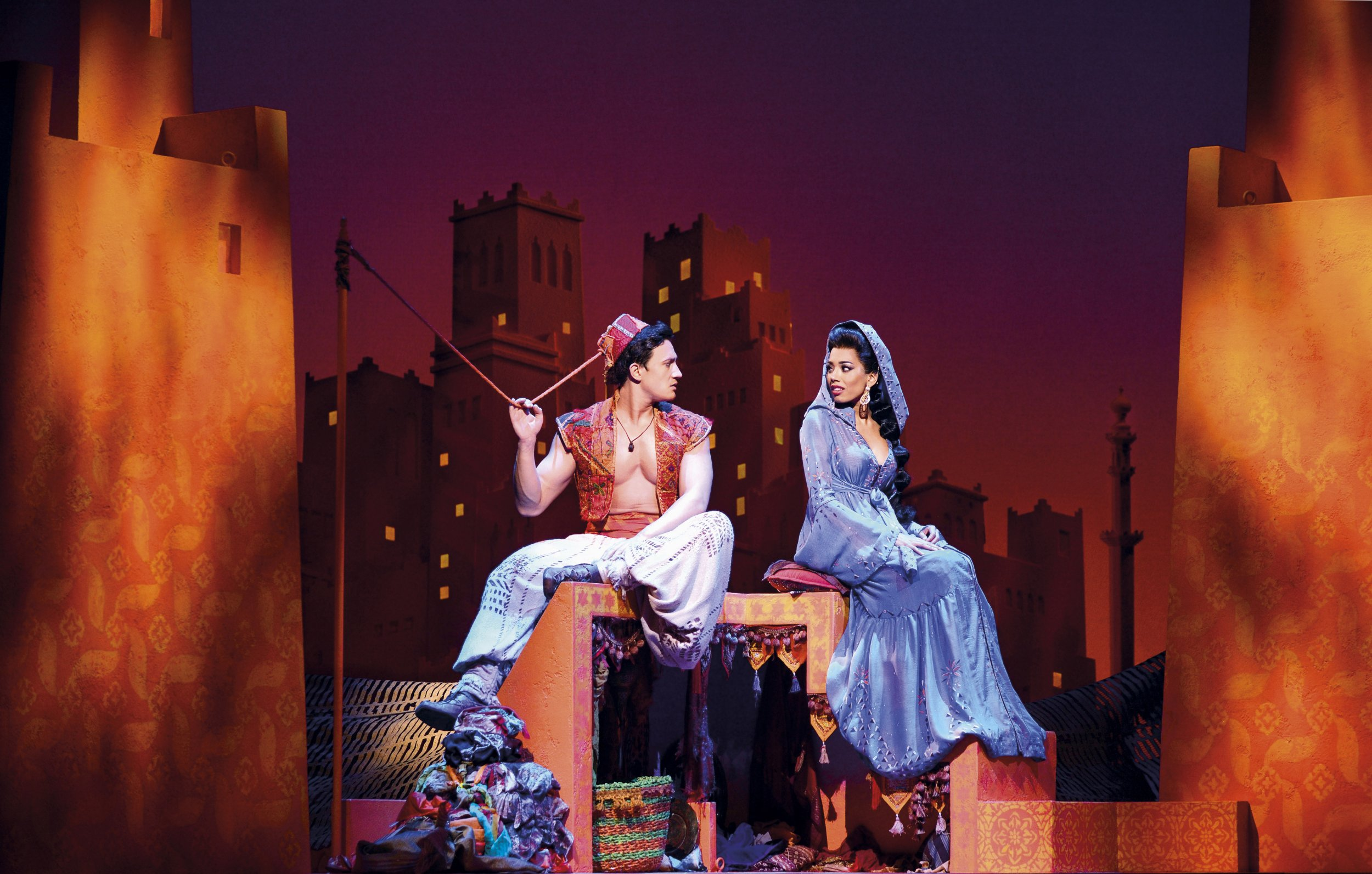 39 aladdin 39 musical opens in london does it live up to. Black Bedroom Furniture Sets. Home Design Ideas