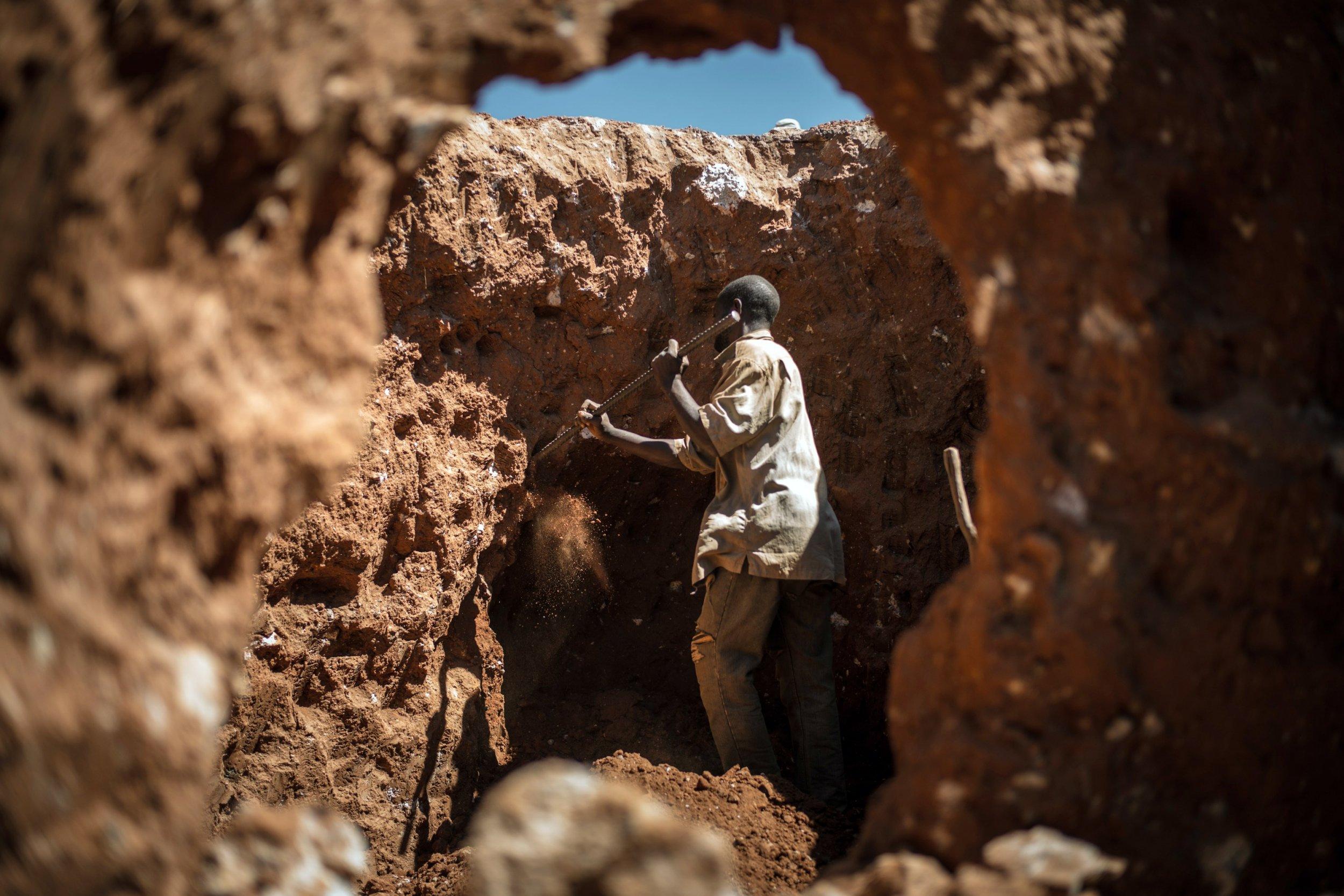 Congo miner looks for cobalt