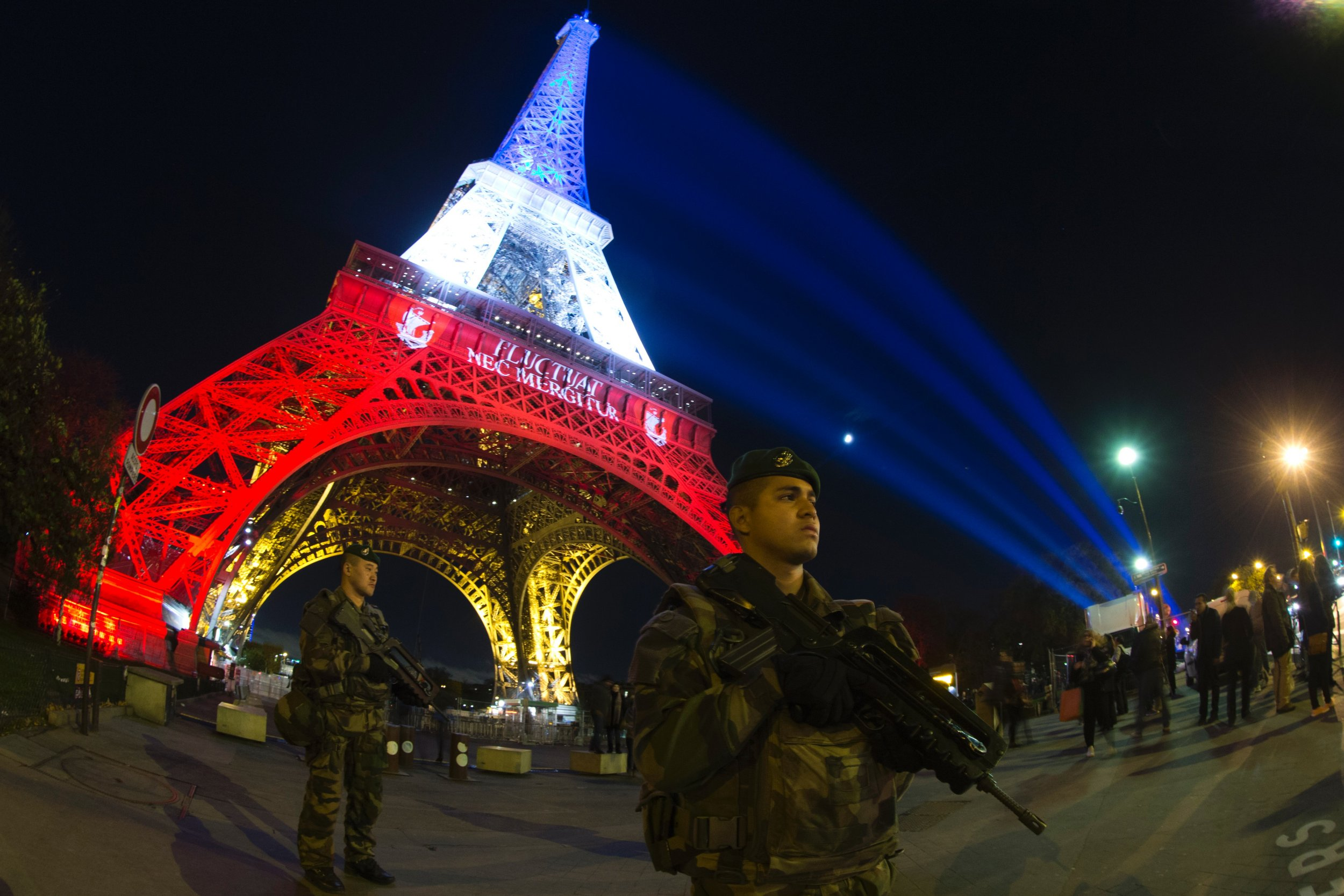 Paris attacks Eiffel Tower