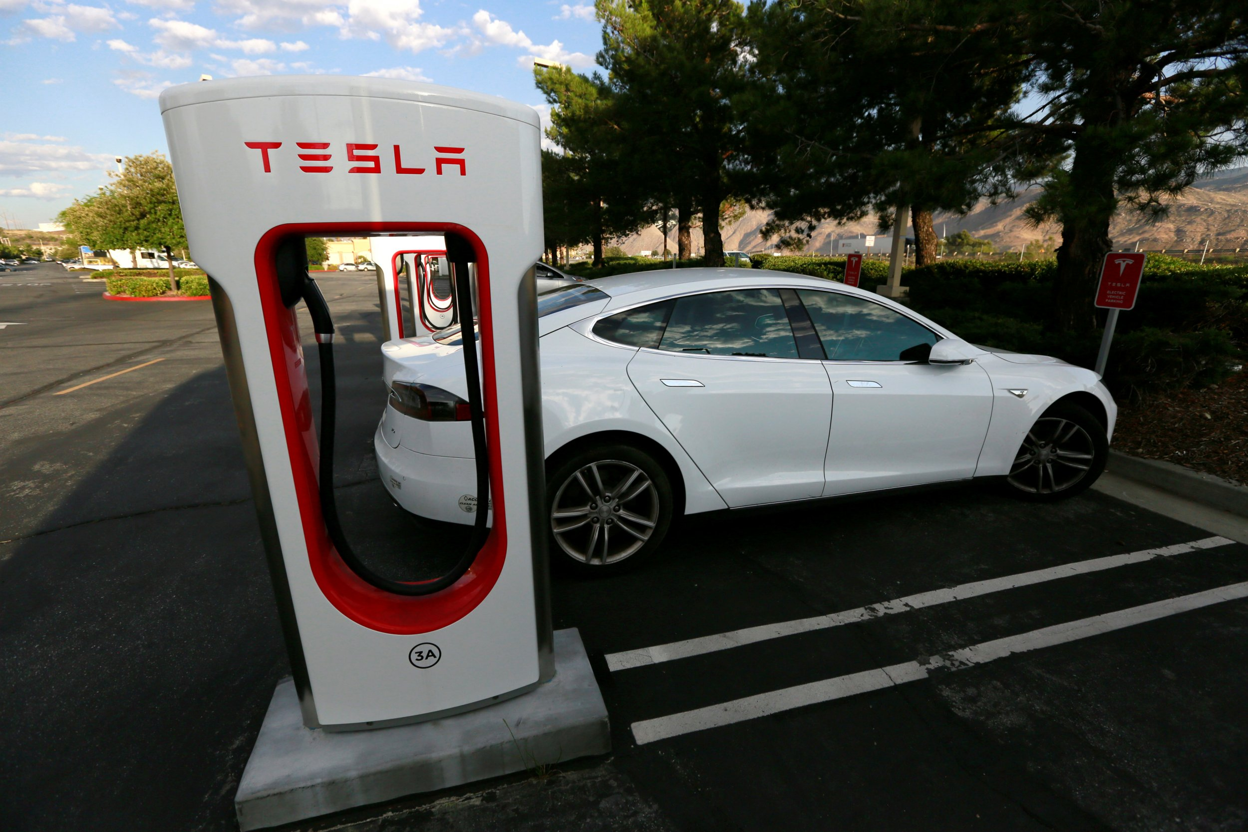 Quora electric cars are a fad that will fade tesla model s charges at a tesla supercharger station in cabazon california on may 18 reuters share business apple tesla electric cars malvernweather Image collections