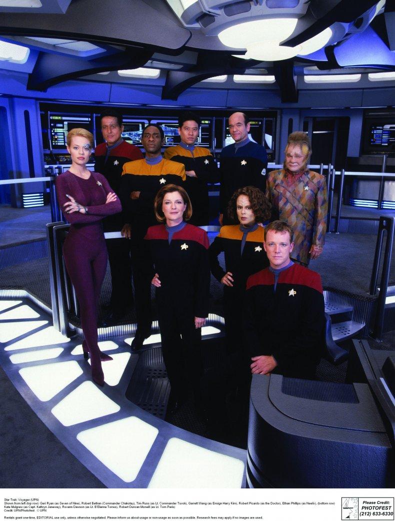 ST_Voyager_S6_Cast1