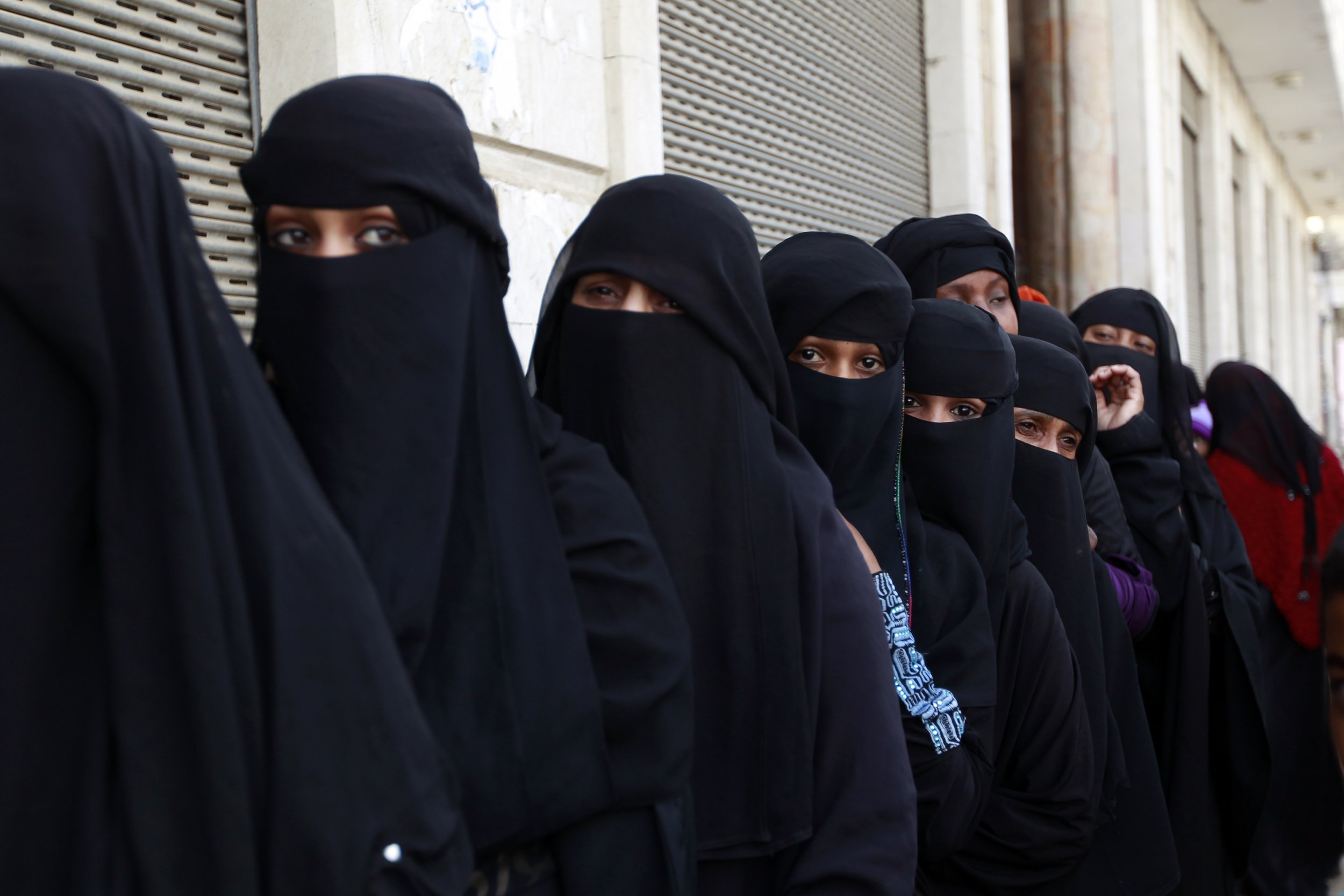 Swiss Region Imposes Burka Ban With 10 000 Franc Fine For