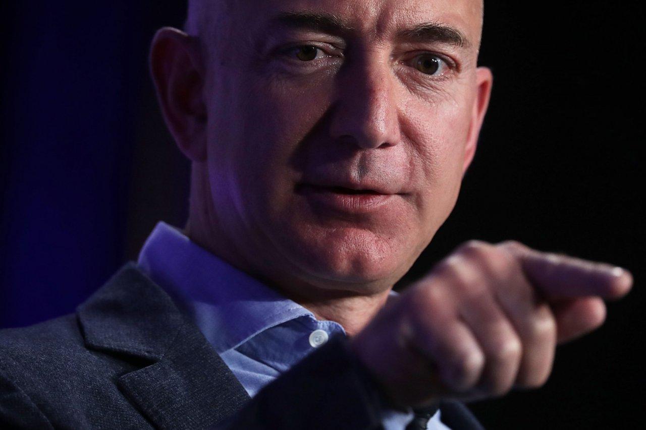 07_22_Bezos_01
