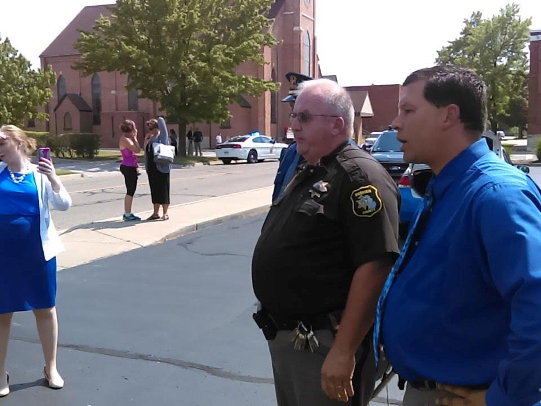 2016-07-11T224647Z_1293001033_S1AETPATSHAA_RTRMADP_3_USA-POLICE-MICHIGAN-GUNMAN