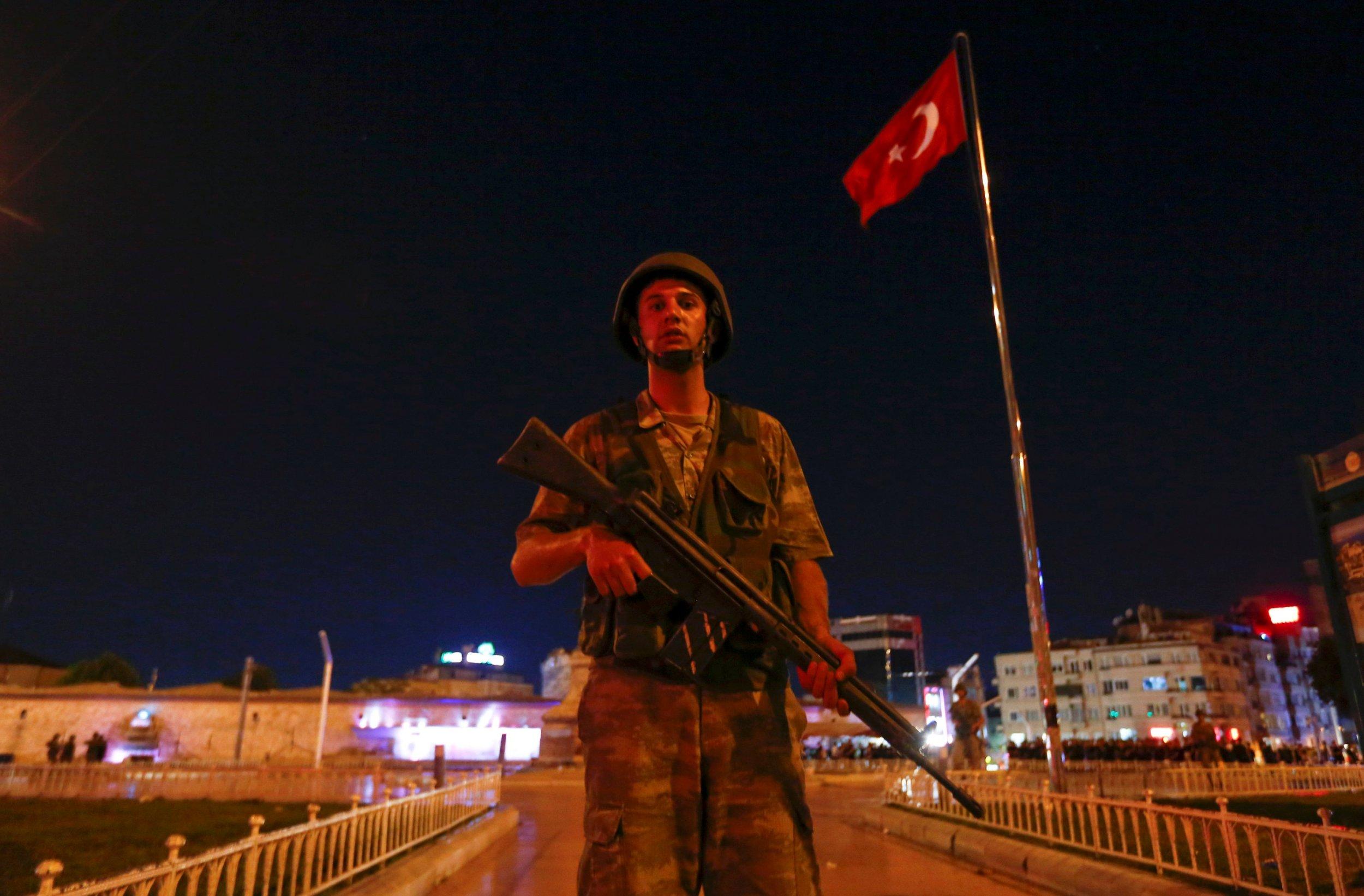2016-07-15T212634Z_34252902_S1AETPUDVMAA_RTRMADP_3_TURKEY-SECURITY