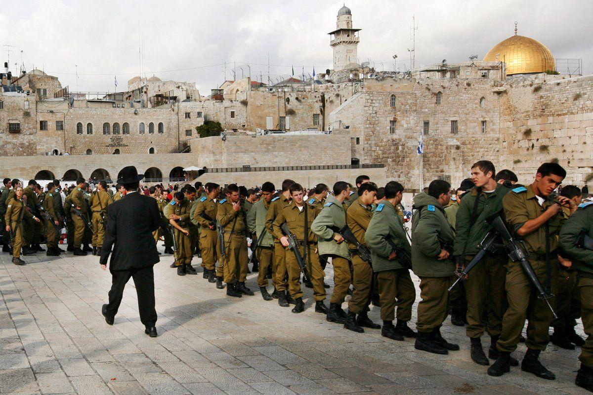 Jerusalem: Israeli Soldiers at West Wall