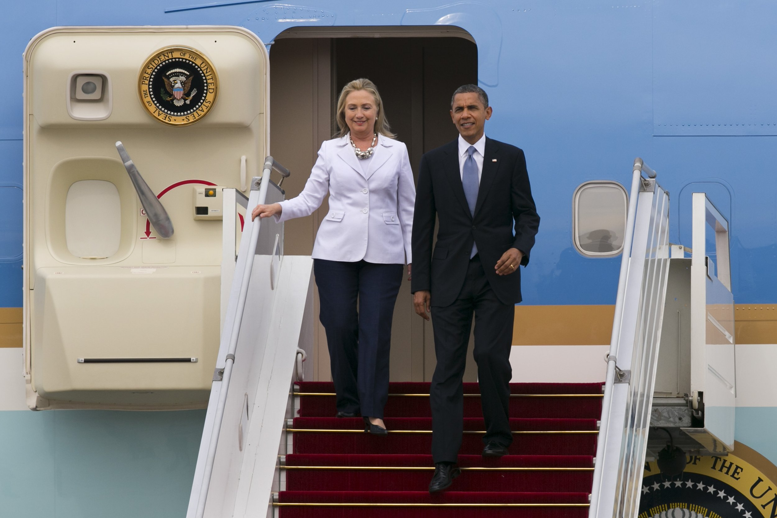Barack Obama and Hillary Clinton landing in Burma