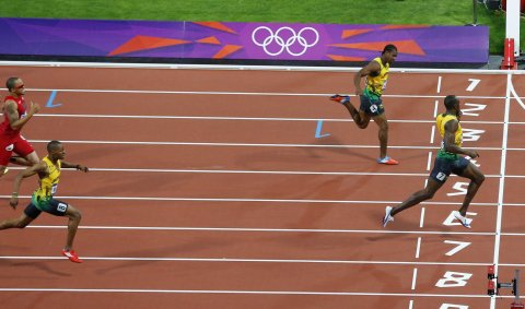 Usain Bolt wins the 200-meter final at London 2012