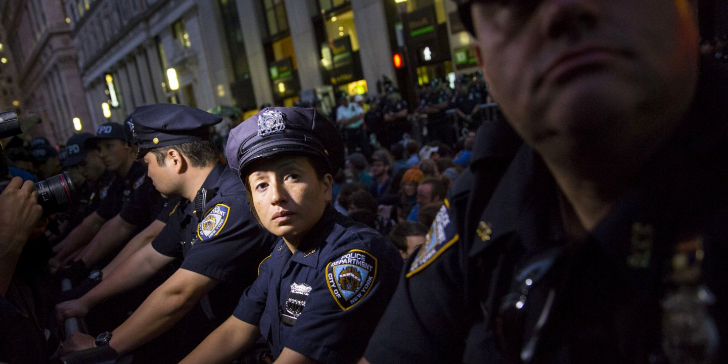 Obama Task Force Urges Improved Police >> The New American Cop Smarter More Diverse Better Equipped And Scared