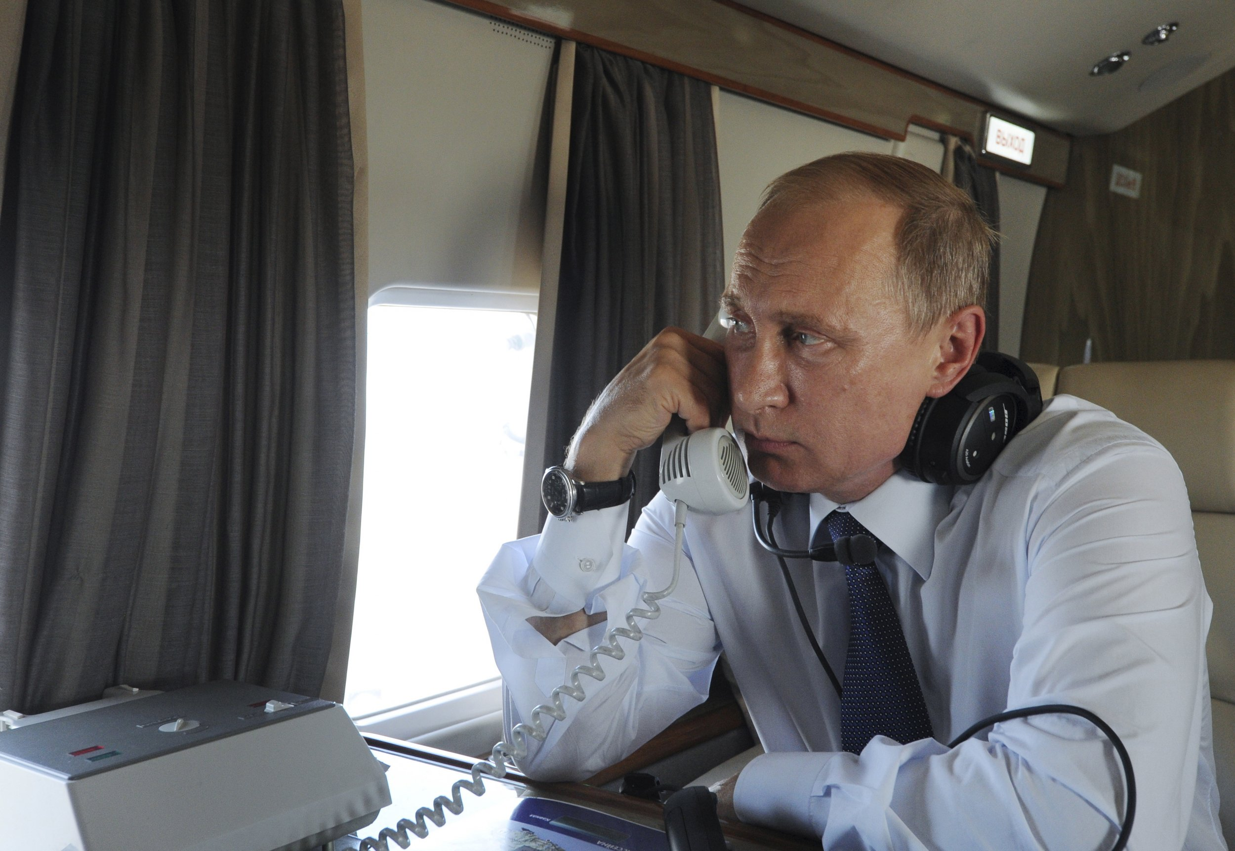 Putin calls on the phone