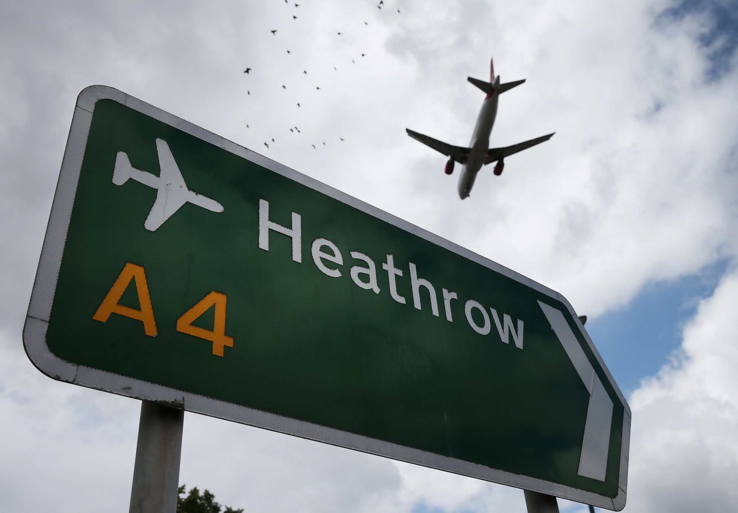 A plane coming in to land at Heathrow