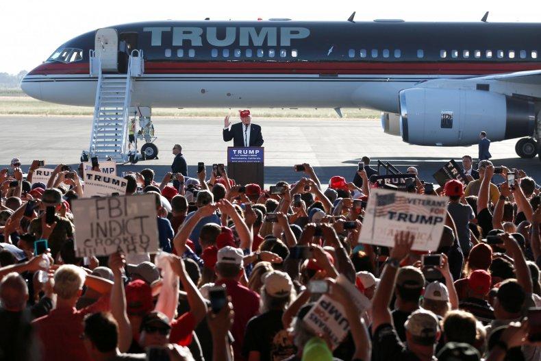 8-11-16 Trump plane