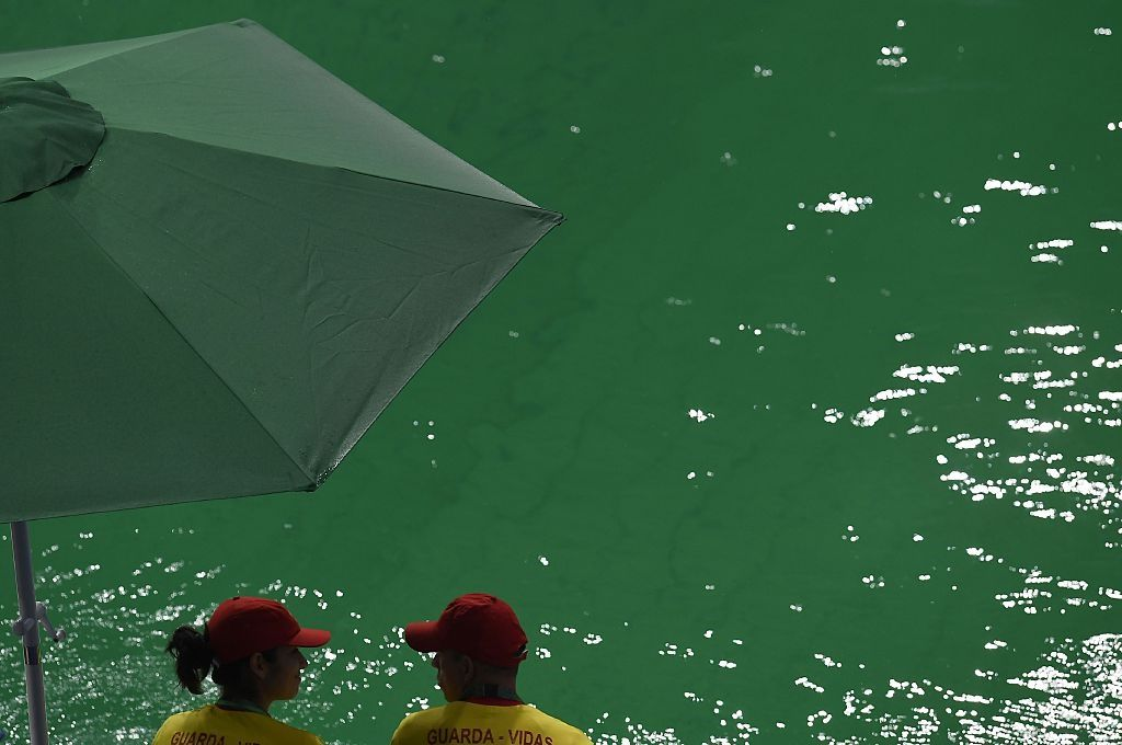 rio 2016 pool boy blunder blamed for green olympic pool. Black Bedroom Furniture Sets. Home Design Ideas
