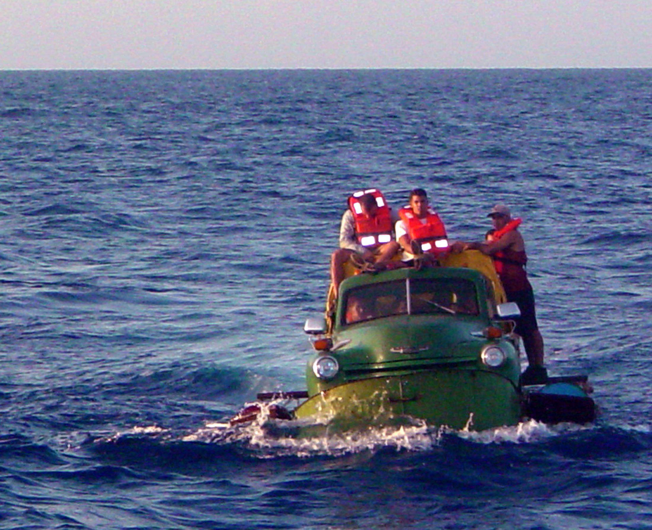 08_21_Cuba_Emigres_01