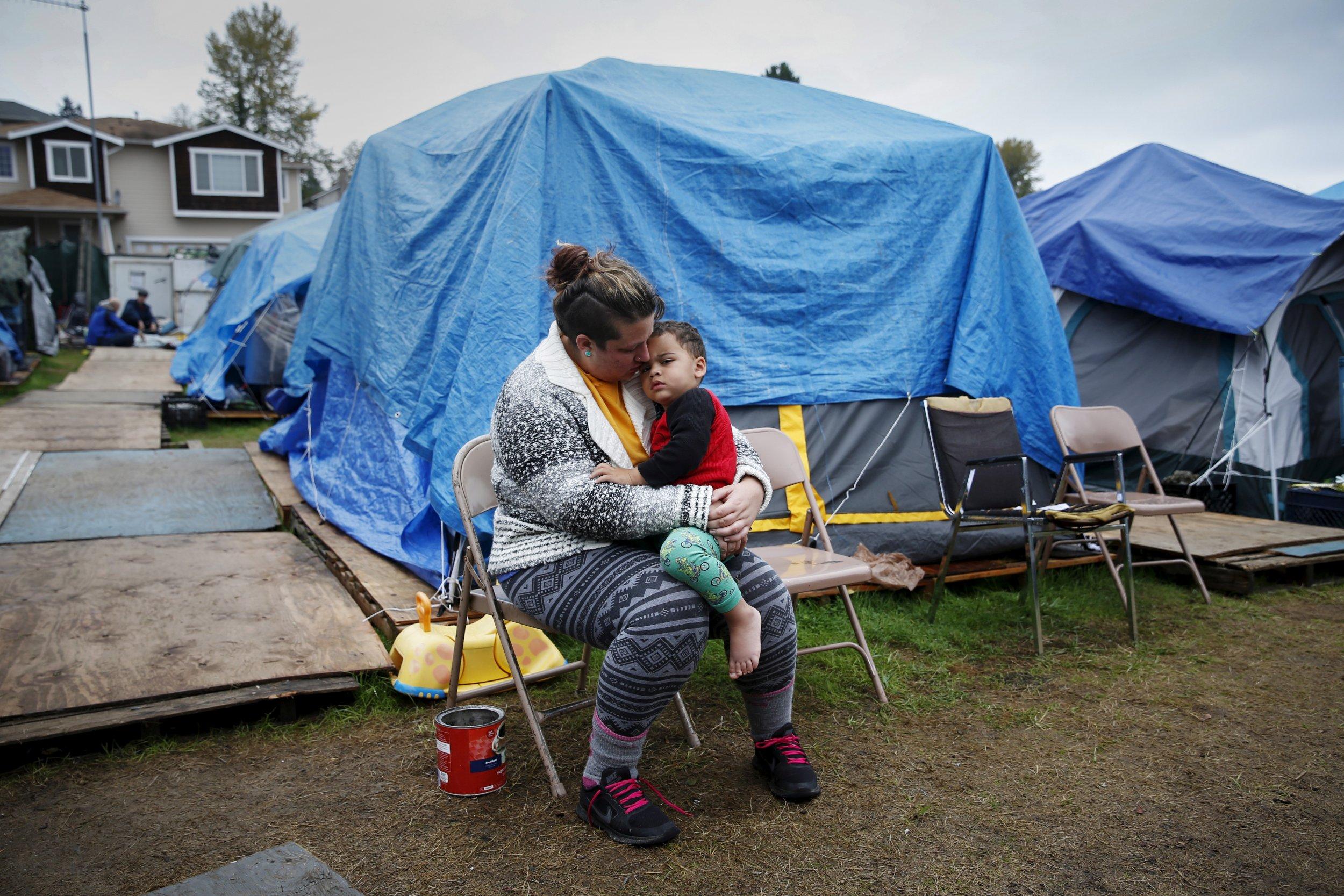 08_22_Clinton_Poverty_01