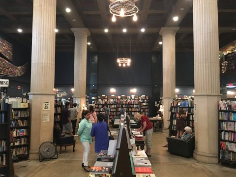 08_24_last_bookstore_01