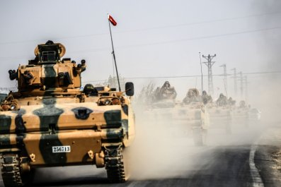 Turkish Tanks driving to Syria's Jarabulus