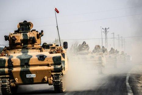 Turkish Tanks driving to Syria's Jarabulus