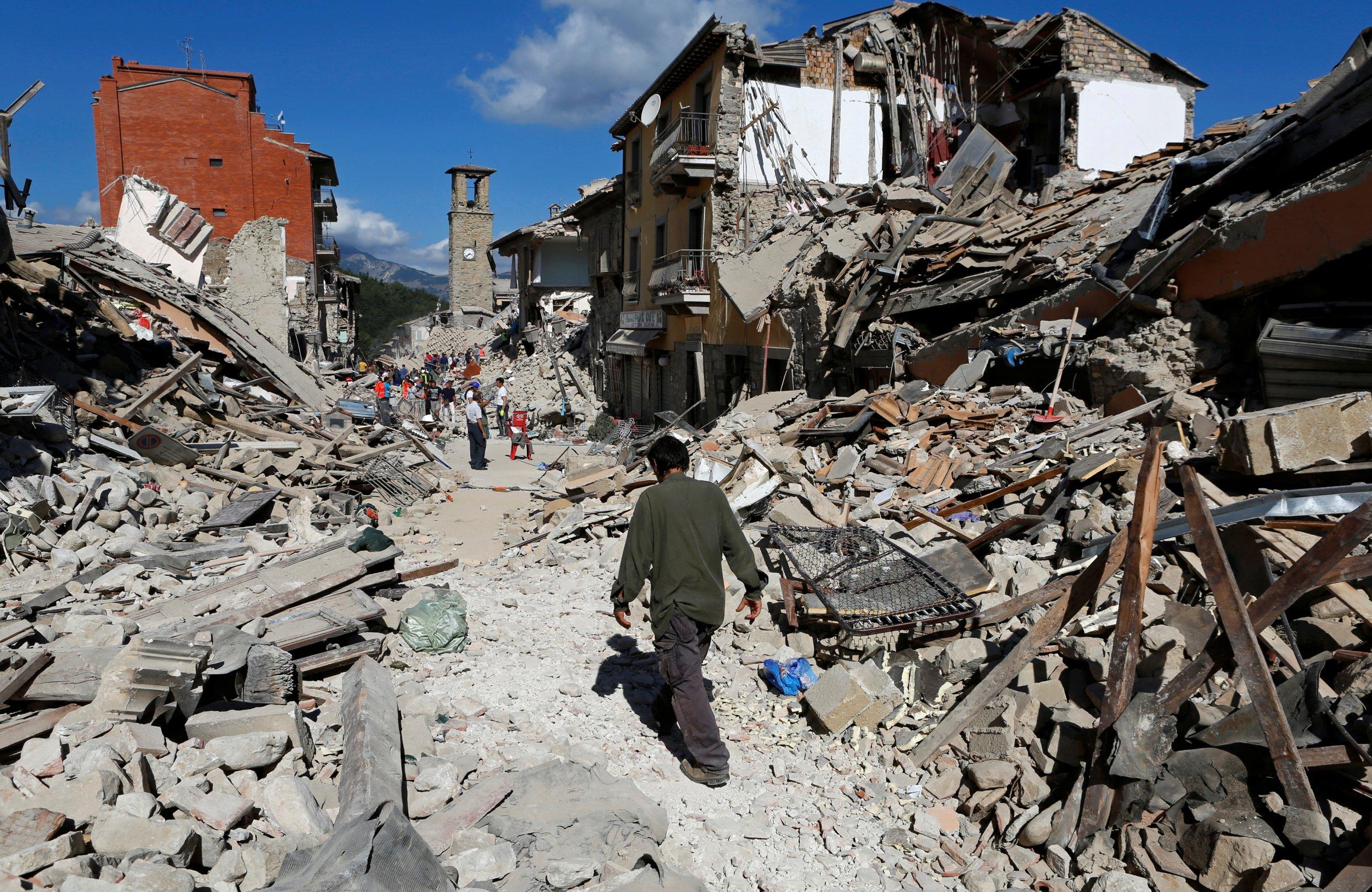Italy earthquake Pescara del Tronto