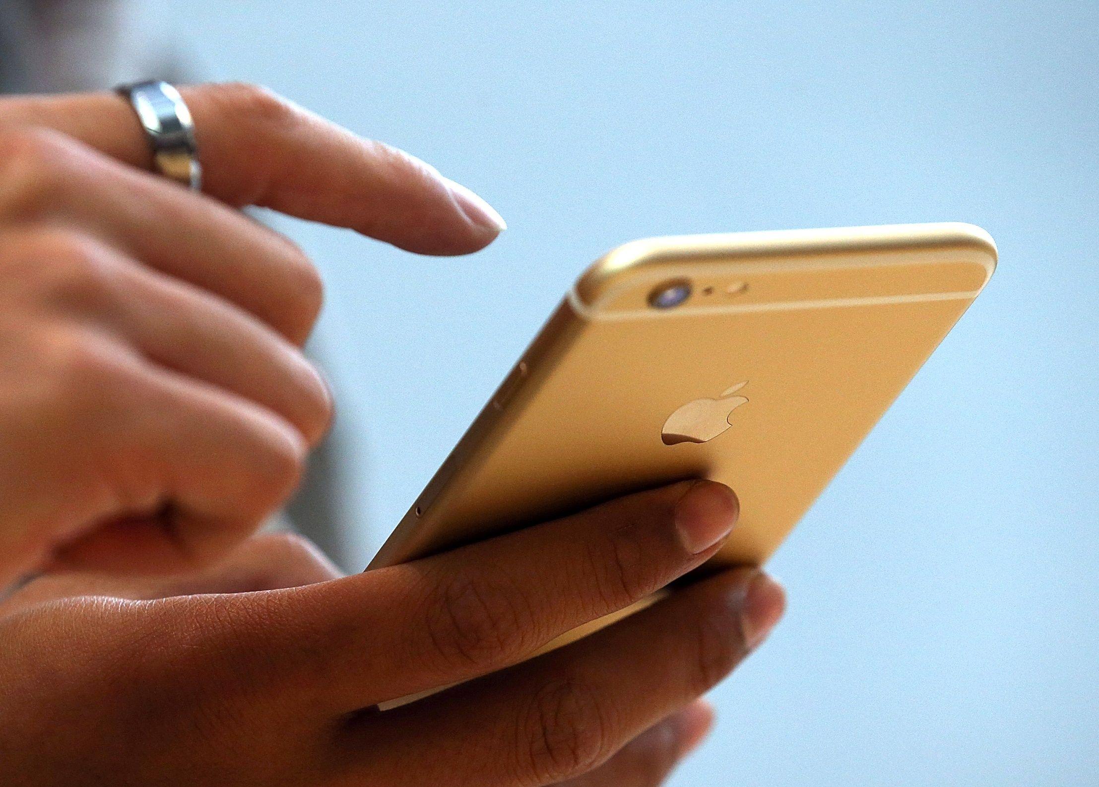 iphone update apple spyware hackers