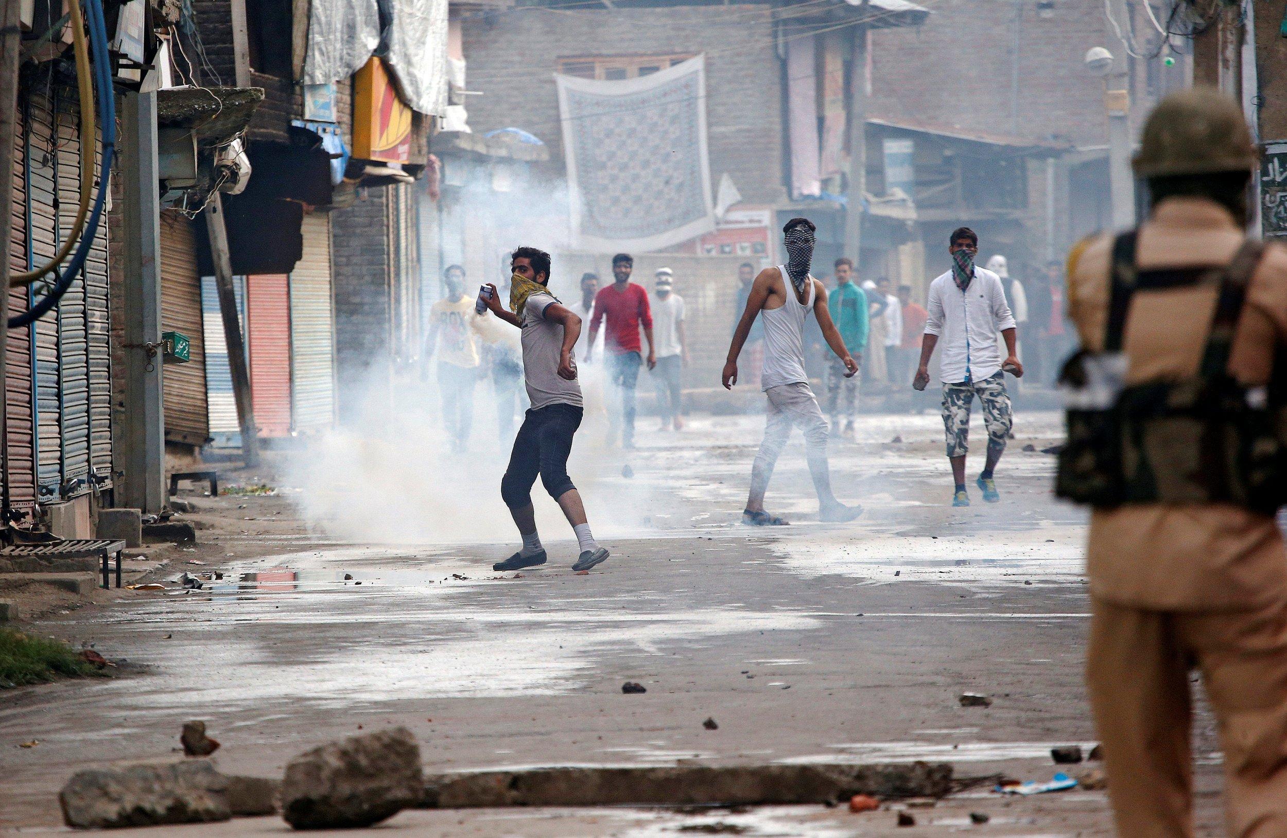 08_30_Baba_Kashmir_Revolt_01