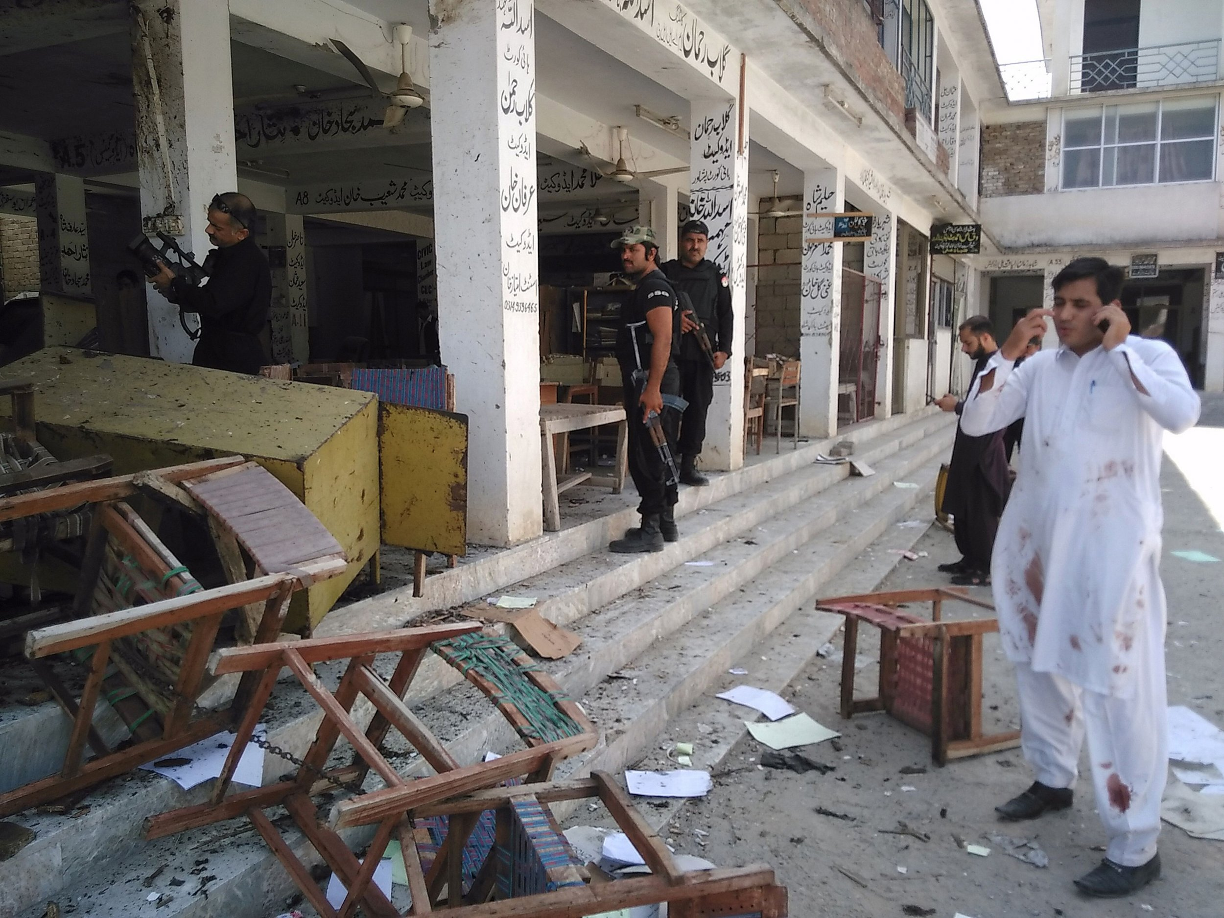Pakistan court blast