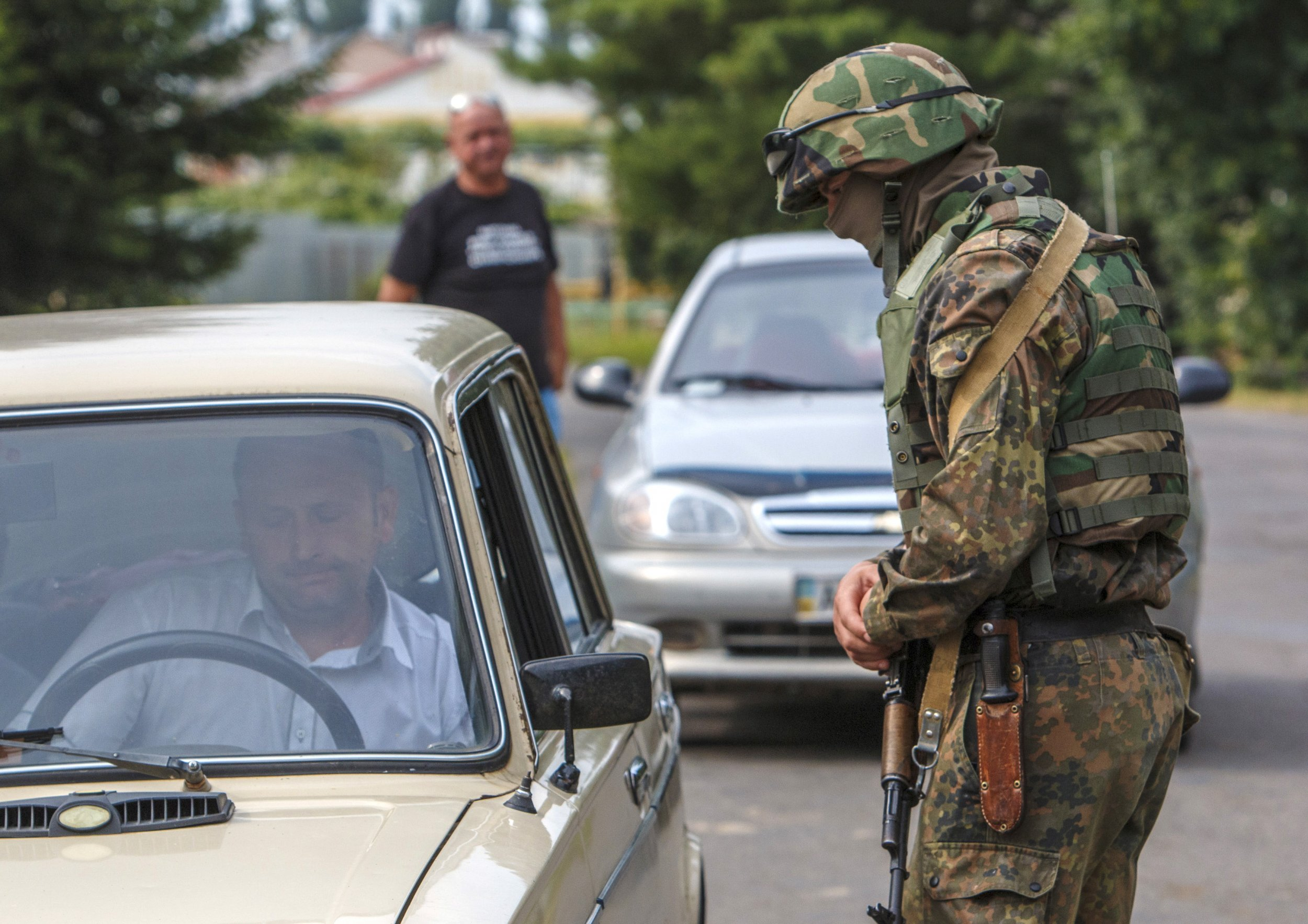 Ukrainian serviceman searches car