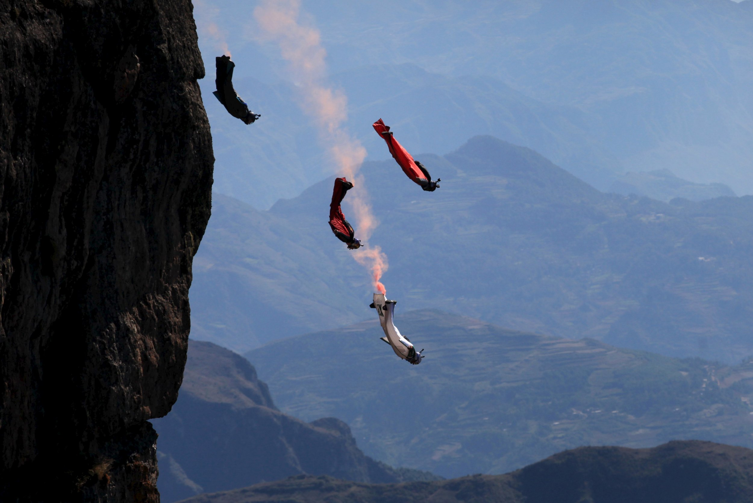 Wingsuit flyer contestants