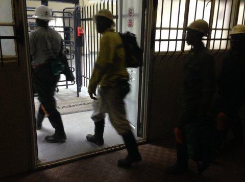 Miners entering Kusasalethu gold mine
