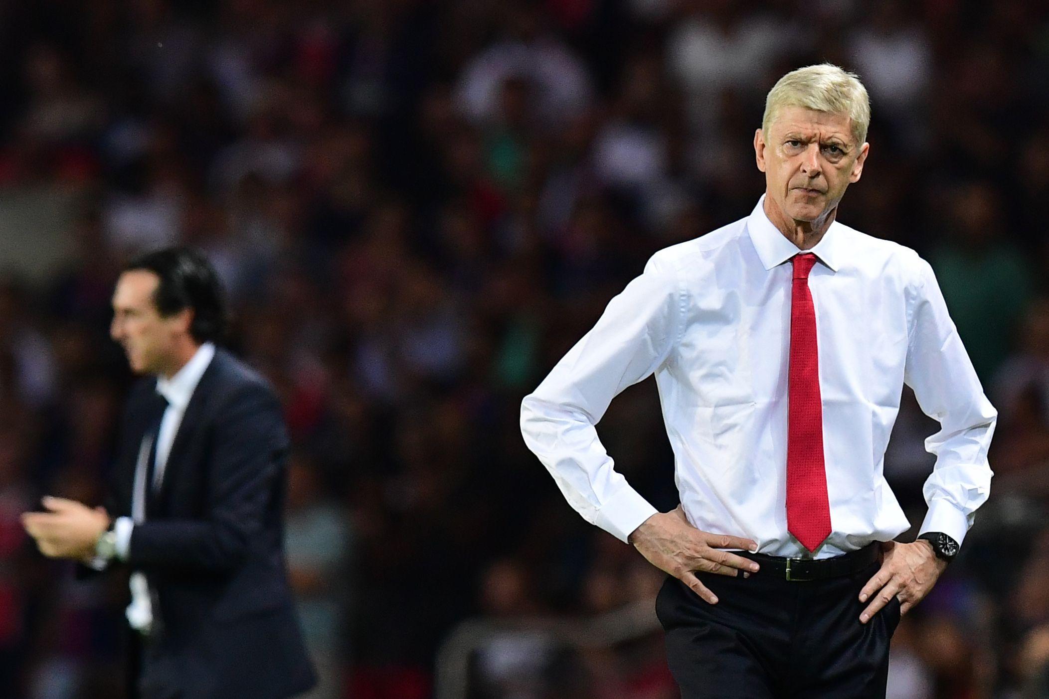 Arsenal manager Arsene Wenger, right.