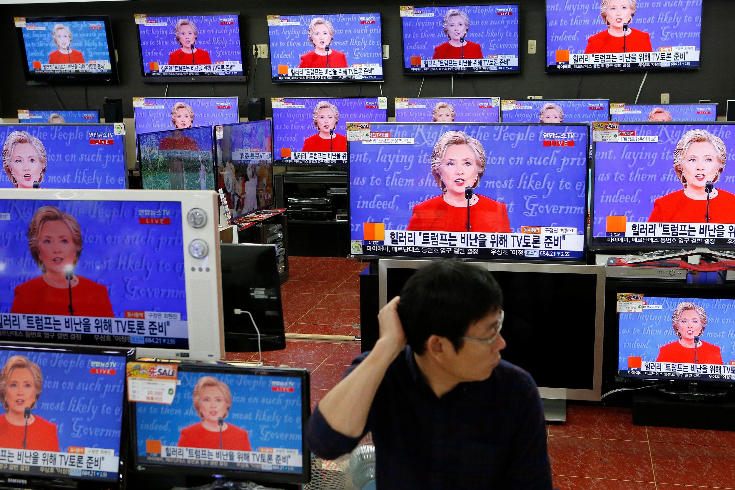 Clinton Trump debate screen