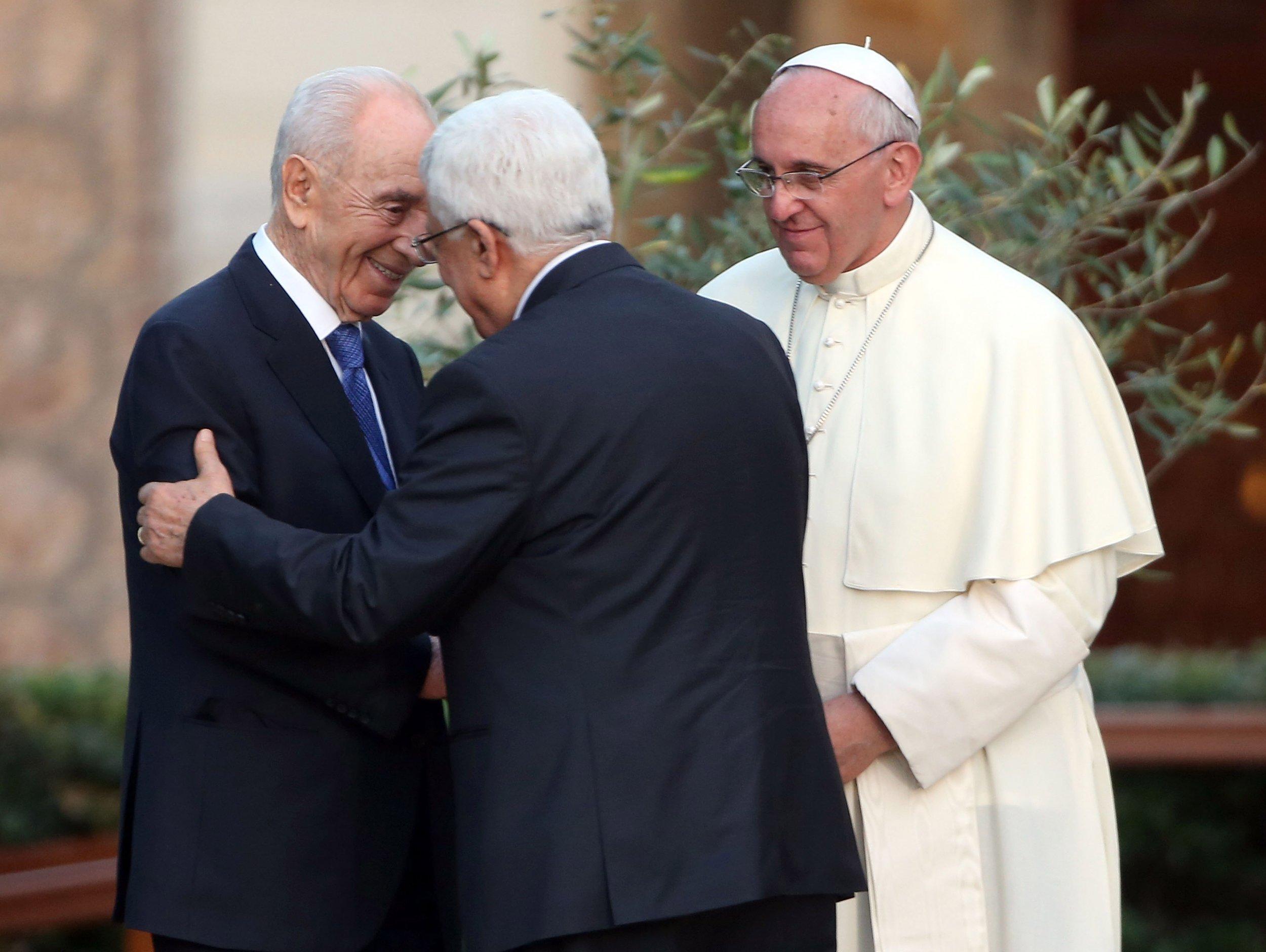 Palestinian President Mahmoud Abbas and Shimon Peres