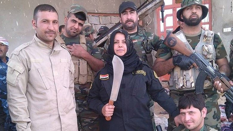 Wahida Mohamed with Iraqi militiamen