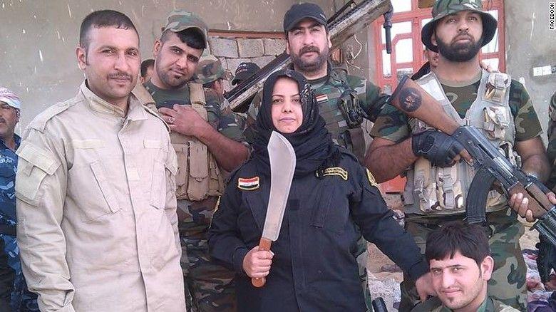 Wahida Mohamed with Iraqi militiamen